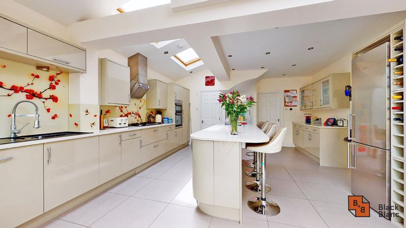 3 bed house for sale in Graham Close 12