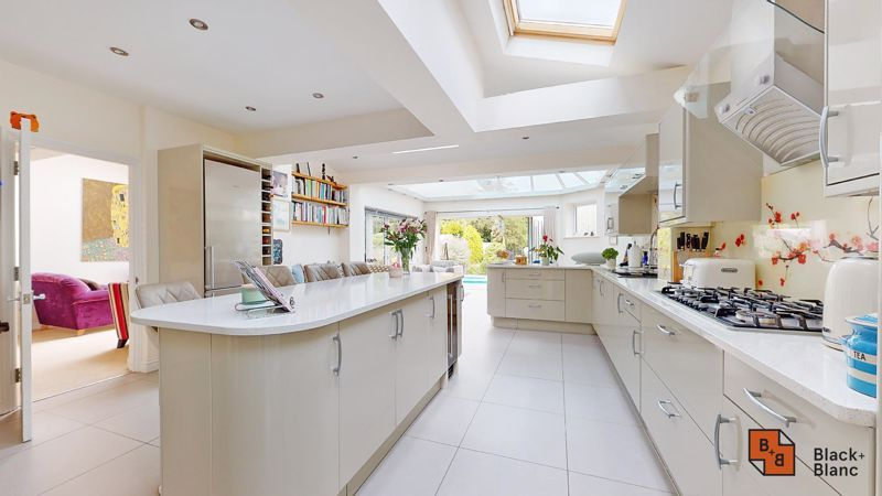 3 bed house for sale in Graham Close 13