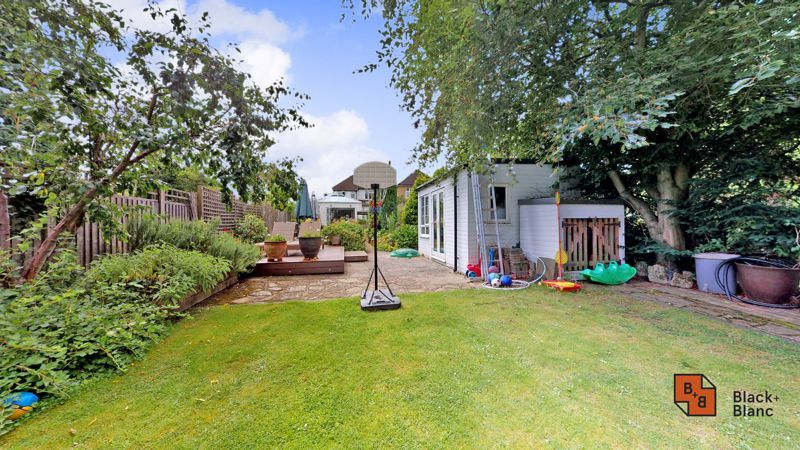 3 bed house for sale in Graham Close 18