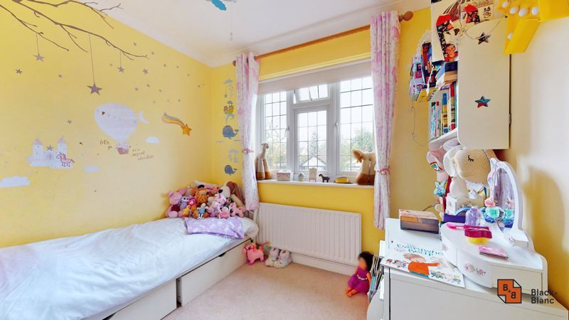 3 bed house for sale in Graham Close 21