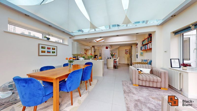 3 bed house for sale in Graham Close 4