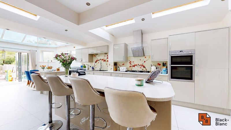 3 bed house for sale in Graham Close 7