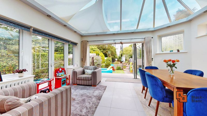 3 bed house for sale in Graham Close 9