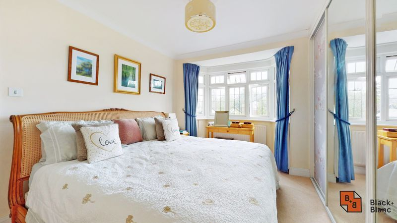3 bed house for sale in Graham Close 10