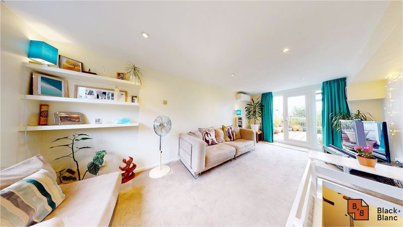 2 bed flat to rent in Beulah Hill, SE19