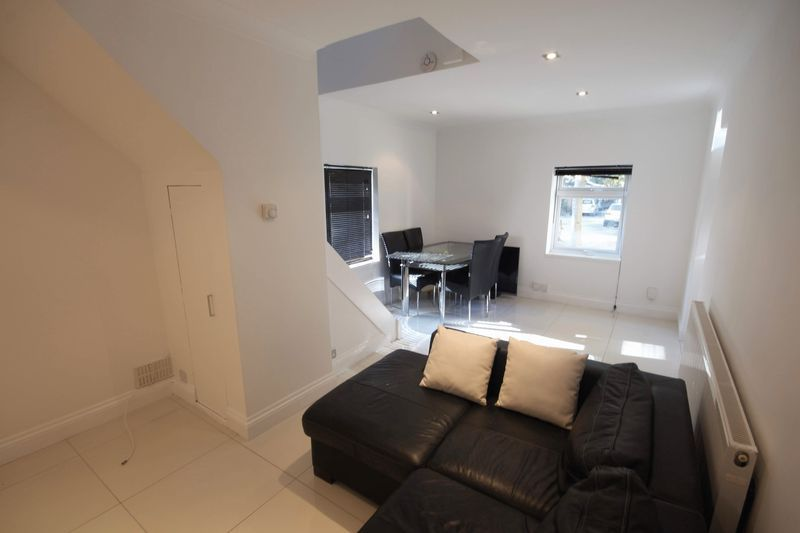 2 bed flat to rent in 1 Bedford Place 3