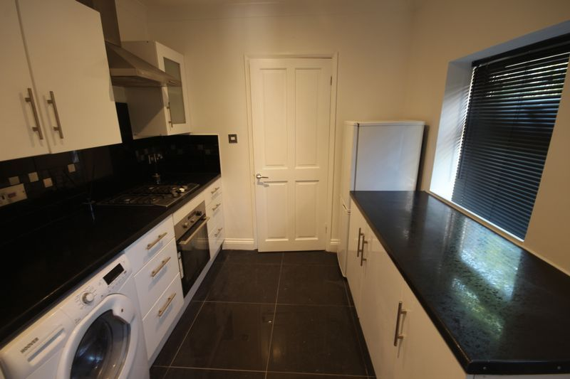 2 bed flat to rent in 1 Bedford Place 5