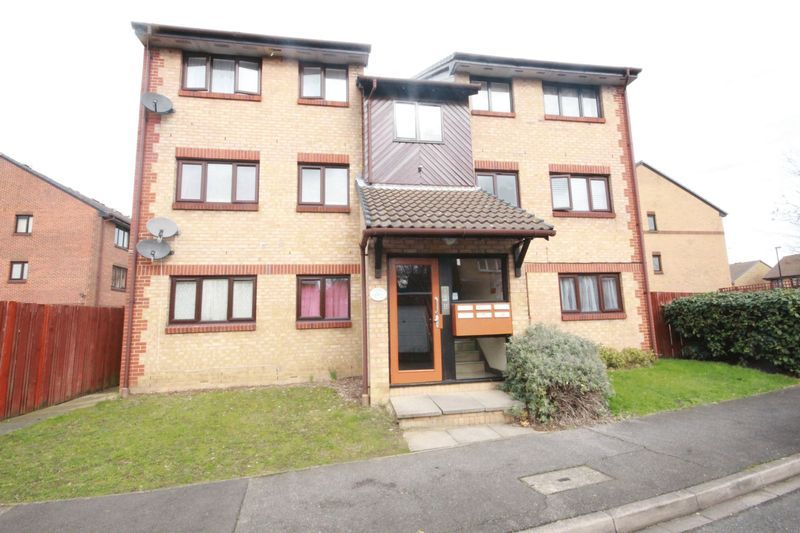 2 bed flat to rent in Davies Close 2