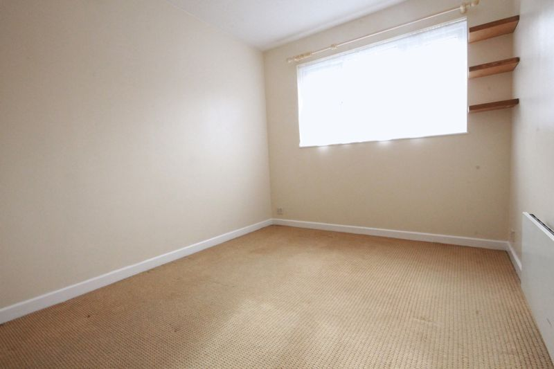 2 bed flat to rent in Davies Close 7