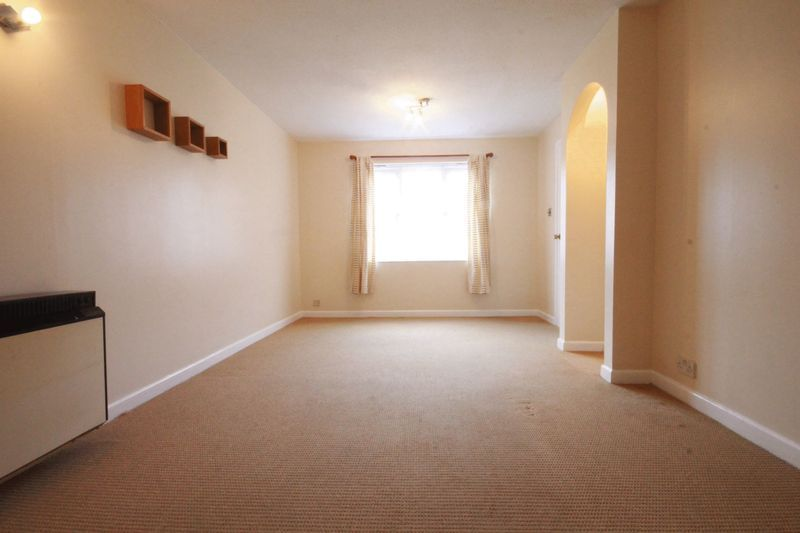 2 bed flat to rent in Davies Close 8