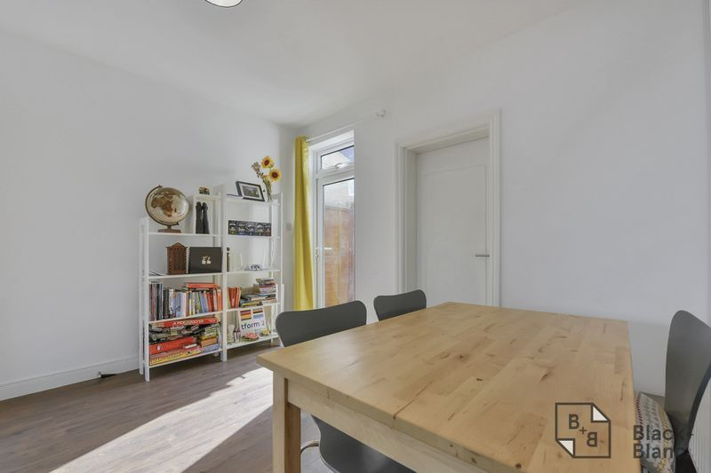 4 bed house to rent in Alpha Road  - Property Image 3