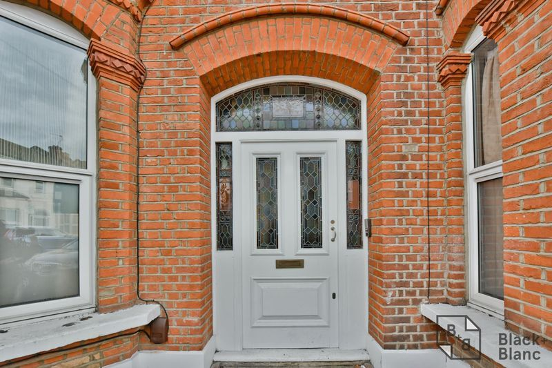 2 bed flat for sale in 6 Dafforne Road, SW17