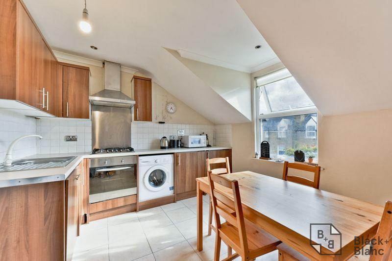 2 bed flat for sale in 6 Dafforne Road 2