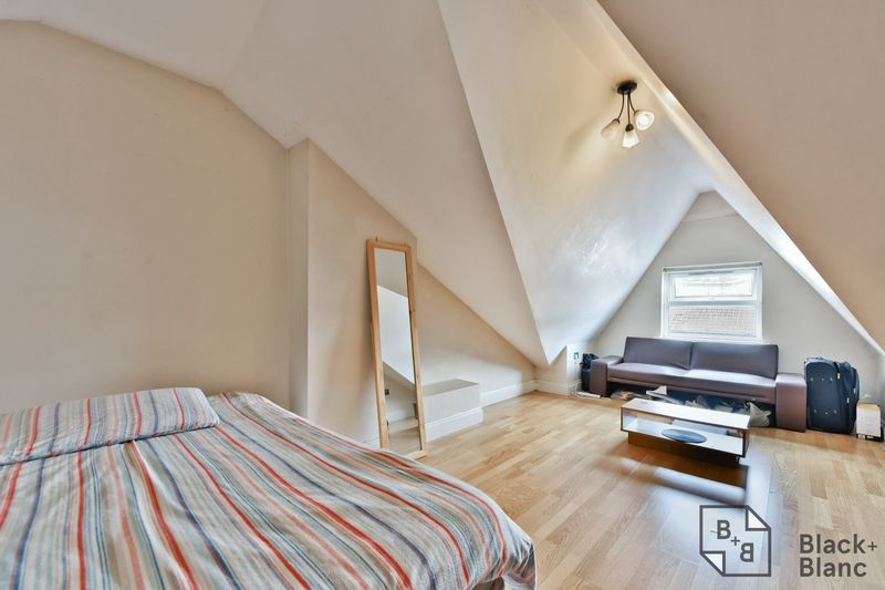 2 bed flat for sale in 6 Dafforne Road  - Property Image 3