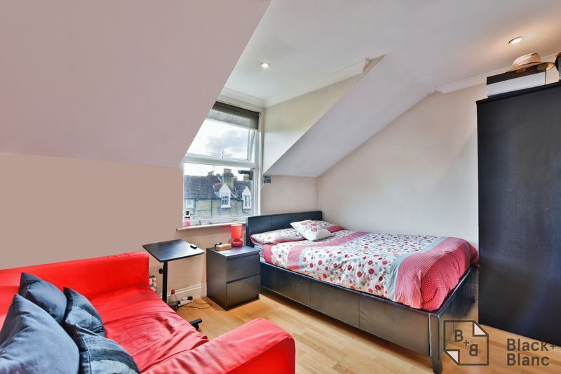 2 bed flat for sale in 6 Dafforne Road  - Property Image 7