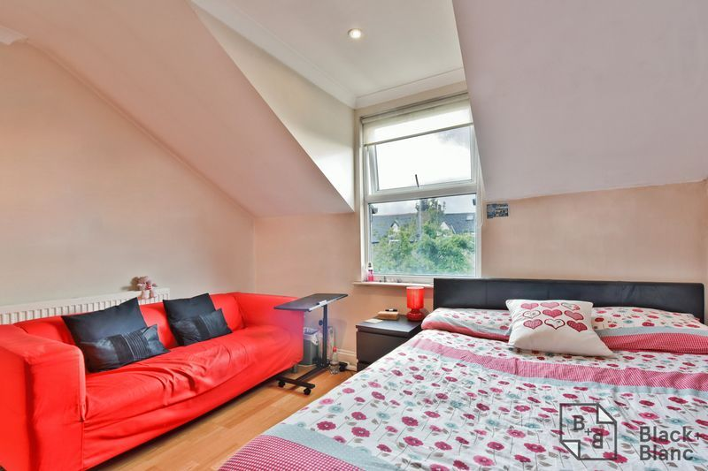 2 bed flat for sale in 6 Dafforne Road 8