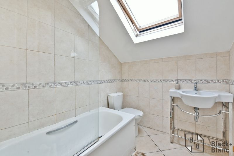 2 bed flat for sale in 6 Dafforne Road 9