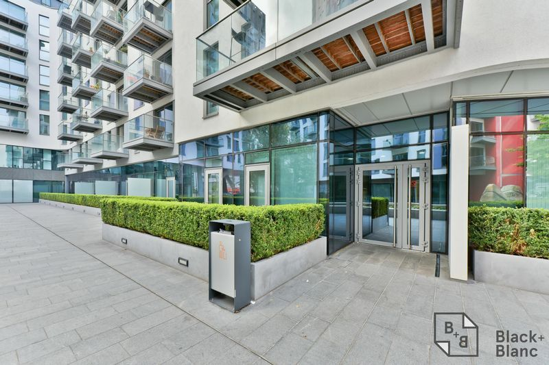 2 bed flat for sale in Saffron Central Square 12