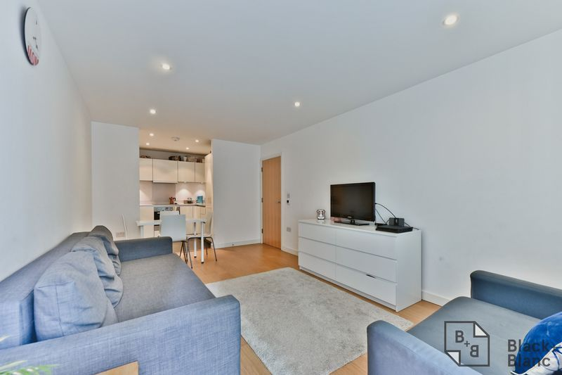 2 bed flat for sale in Saffron Central Square  - Property Image 3