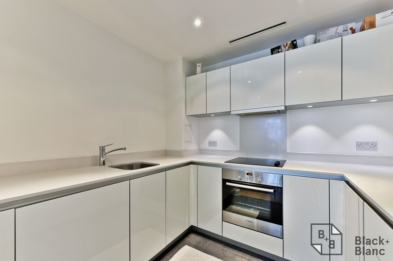2 bed flat for sale in Saffron Central Square 4