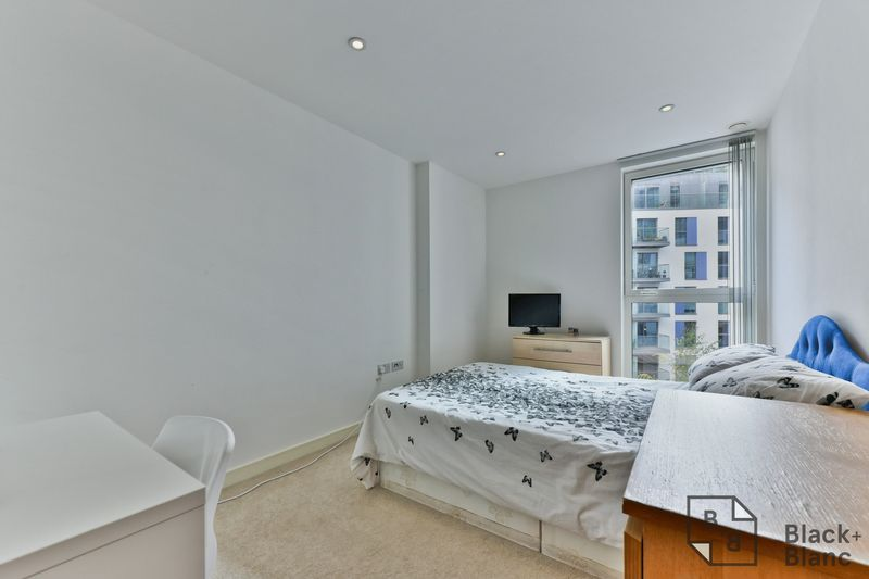 2 bed flat for sale in Saffron Central Square  - Property Image 8