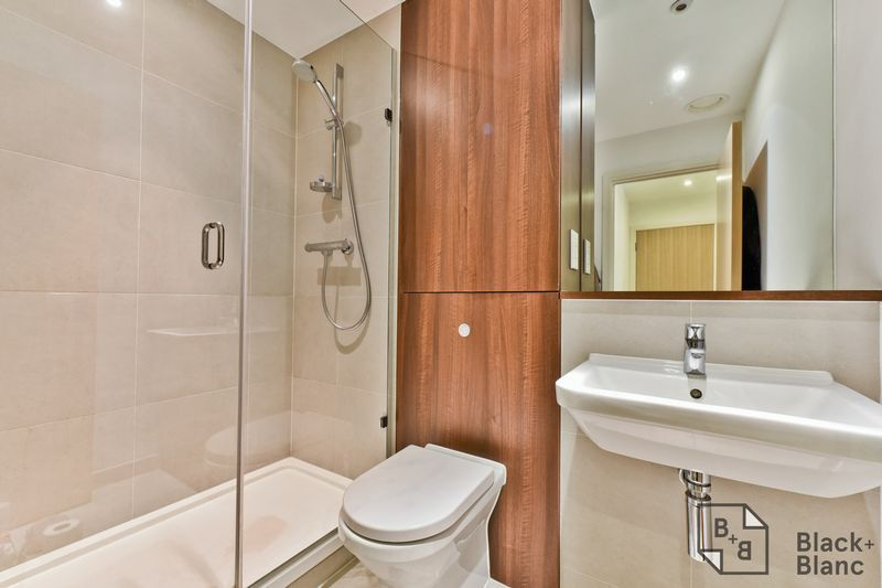 2 bed flat for sale in Saffron Central Square 9