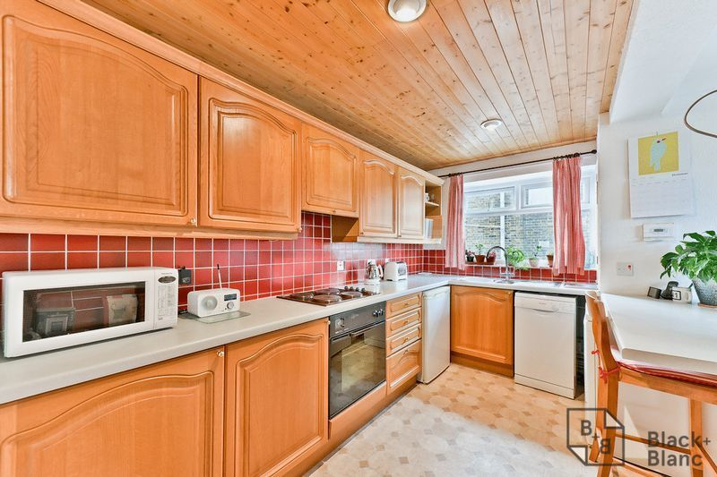 2 bed flat for sale in Canning Road 4