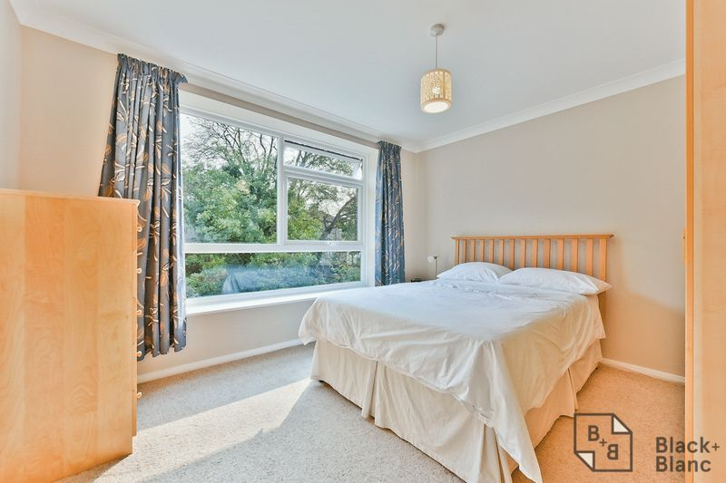 2 bed flat for sale in Canning Road 5
