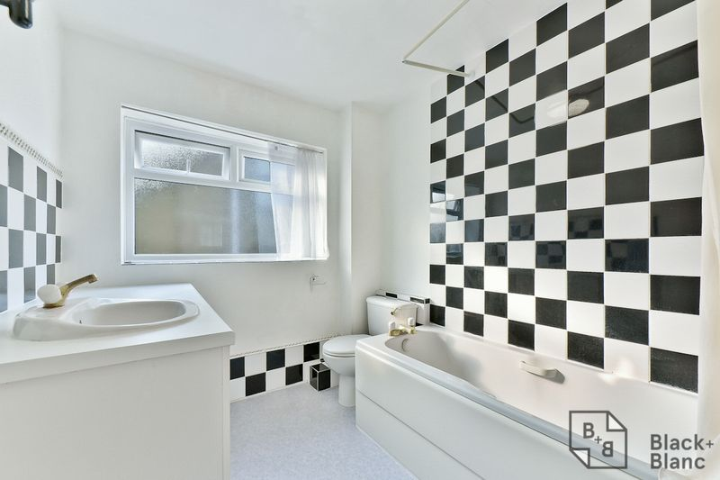 2 bed flat for sale in Canning Road 6