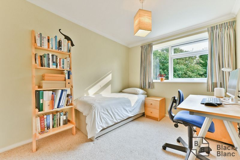 2 bed flat for sale in Canning Road 7