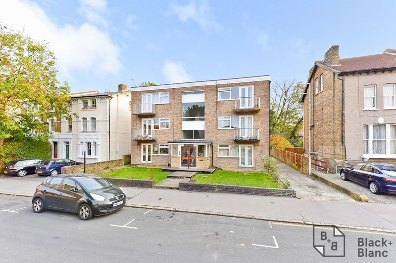 2 bed flat for sale in Canning Road 9