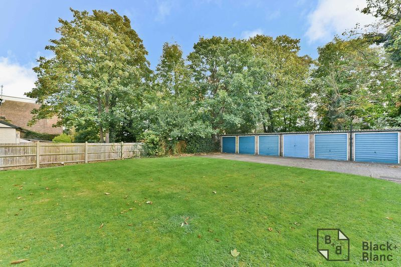 2 bed flat for sale in Canning Road 10