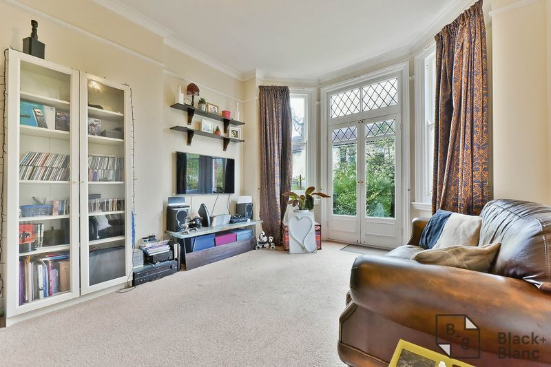1 bed flat for sale in Chatsworth Road 2