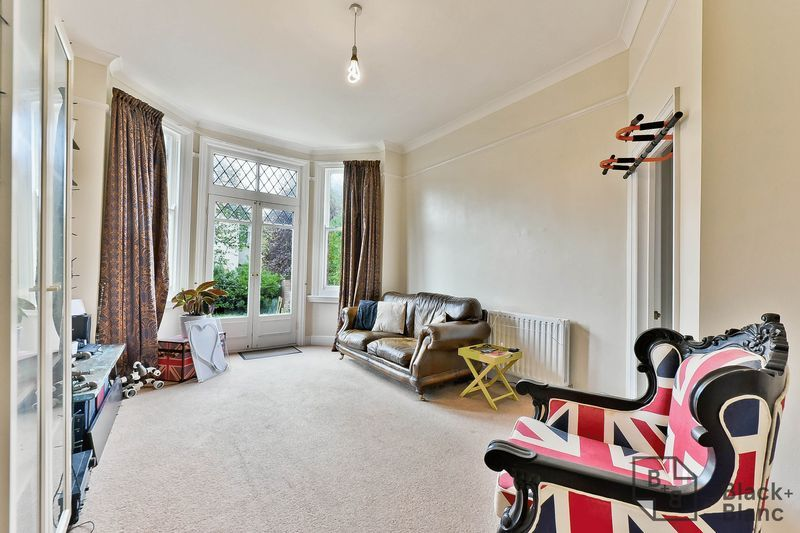 1 bed flat for sale in Chatsworth Road 3