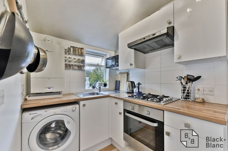 2 bed flat for sale in 116 Davidson Road  - Property Image 5