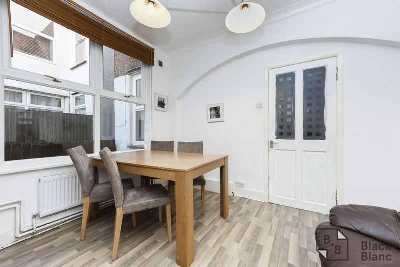 1 bed flat for sale in Davidson Road  - Property Image 3