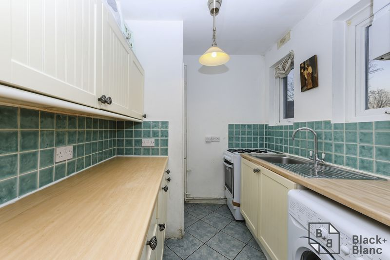 1 bed flat for sale in Davidson Road  - Property Image 7