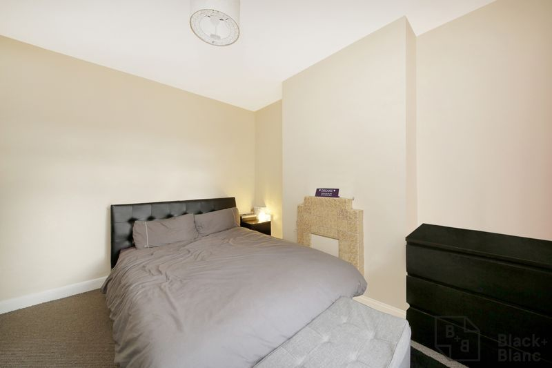 2 bed flat for sale in Davidson Road 2