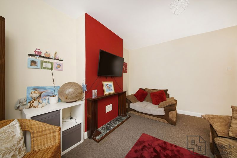 2 bed flat for sale in Davidson Road 3