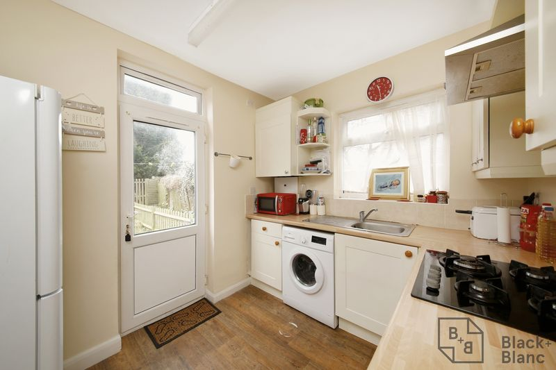 2 bed flat for sale in Davidson Road 4