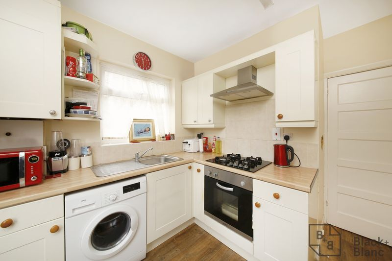 2 bed flat for sale in Davidson Road 8