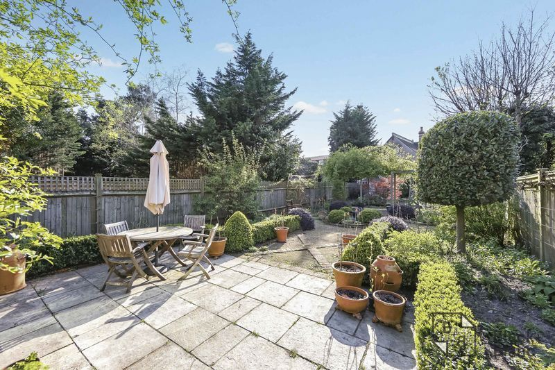 4 bed house for sale in Morland Avenue 20