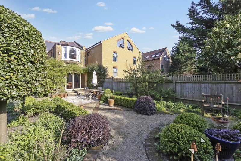 4 bed house for sale in Morland Avenue 21
