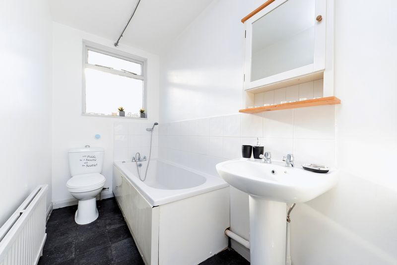 1 bed flat for sale in Clarence Road 7