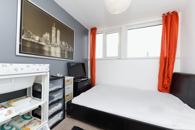 1 bed flat for sale in Clarence Road 8