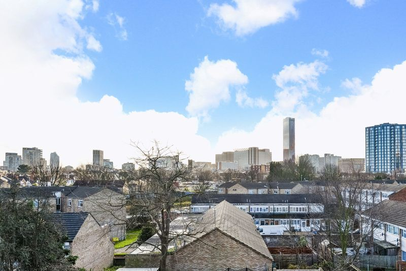 1 bed flat for sale in Clarence Road 9