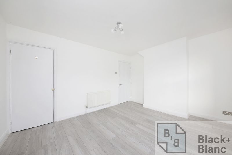 2 bed house to rent in Oval Road  - Property Image 6