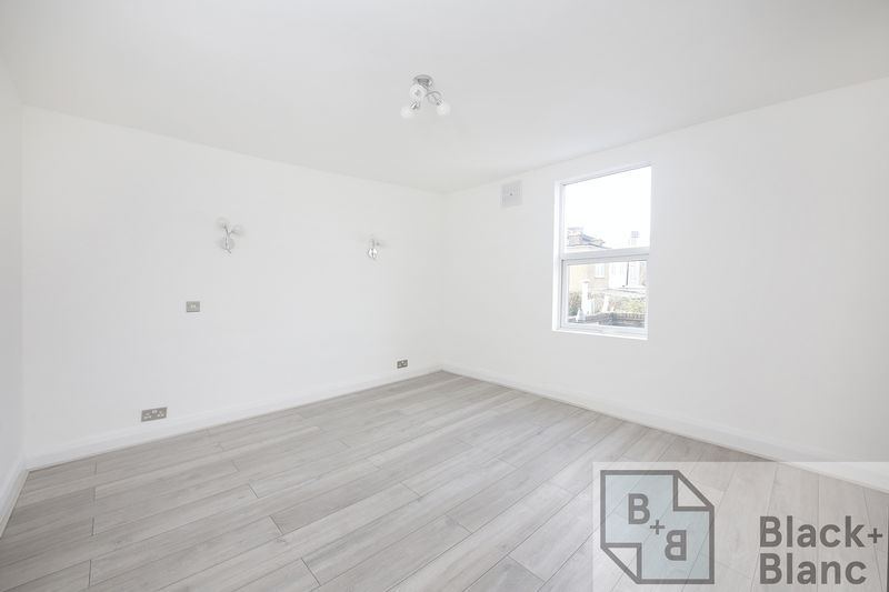 2 bed house to rent in Oval Road  - Property Image 7