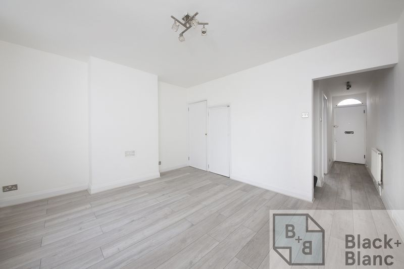 2 bed house to rent in Oval Road  - Property Image 8