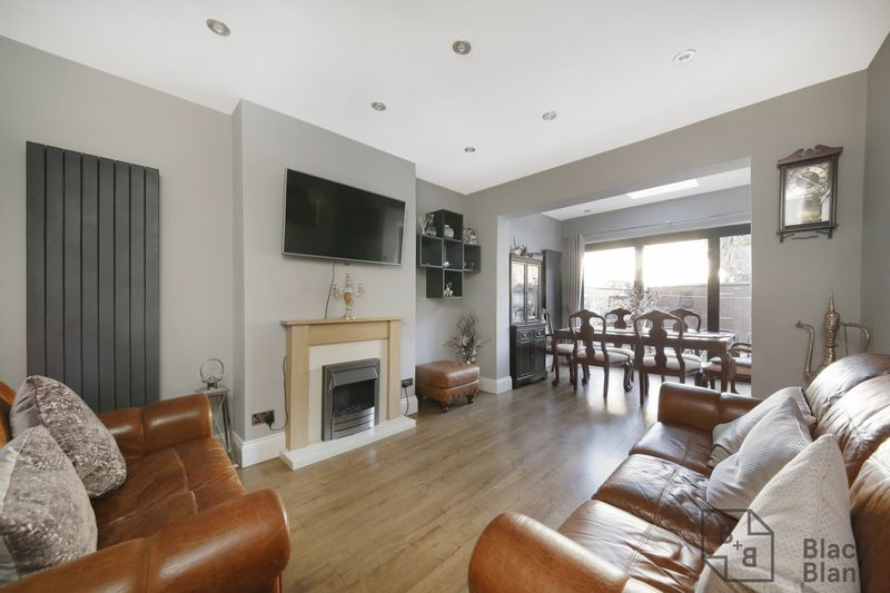 4 bed house for sale in Donnybrook Road  - Property Image 2